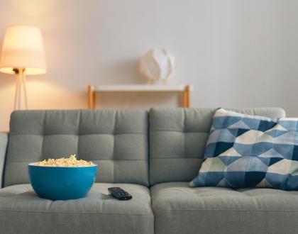 ролята на осветлението в дома ни хол и лампа