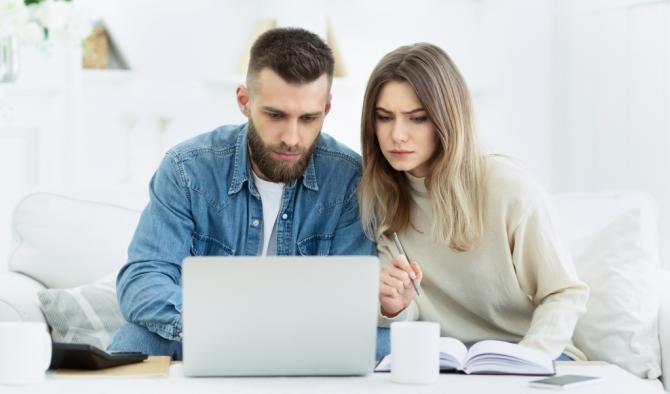 младо семейство смята вноските по кредит